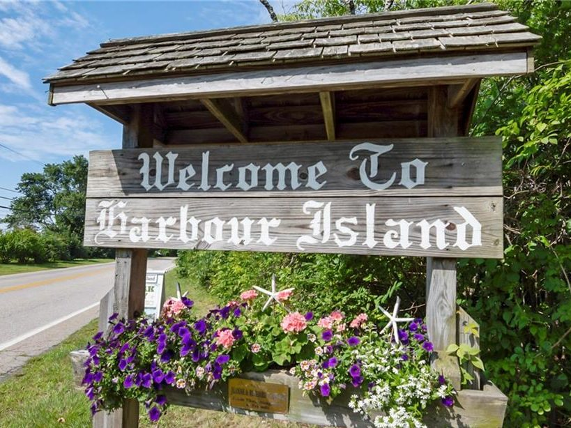 Photo of Welcome to Harbour Island sign