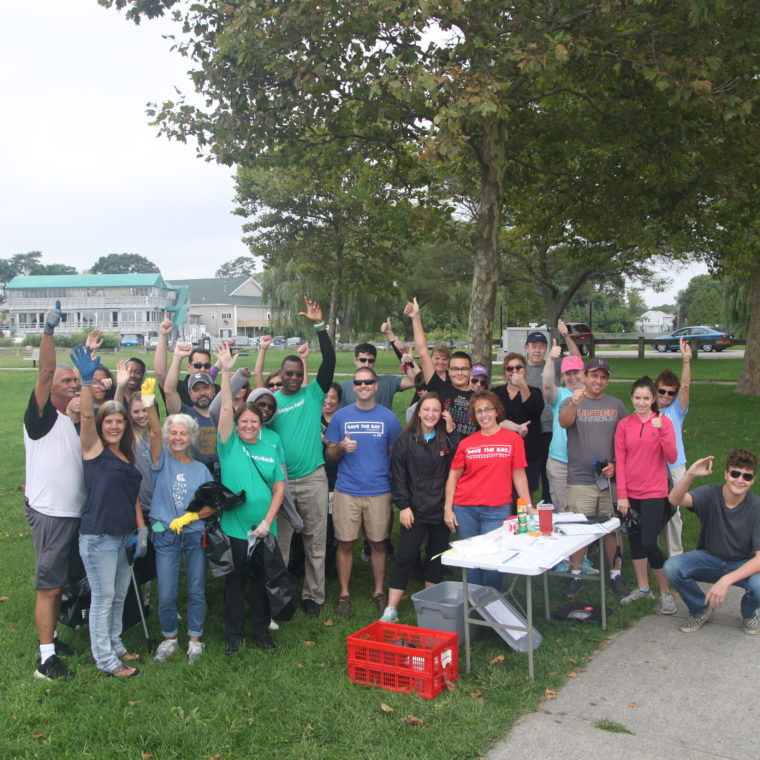 Oakland Beach cleanup during ICC 2018